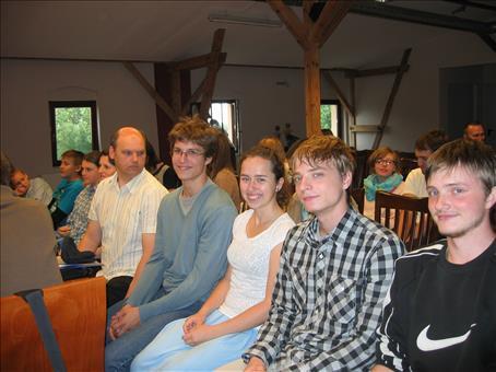 Zgromadzanie się wierzących chrześcijan na nabożeństwach prosto jako braci